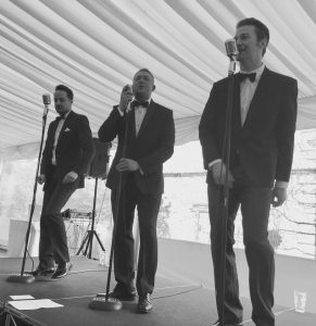 The Beaus perform at Coombe Abbey.